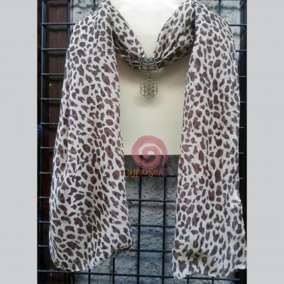 Bisuteria-Curioseart-Pañuelo-collar-piel-leopardo-con-colgante-celta-dorado